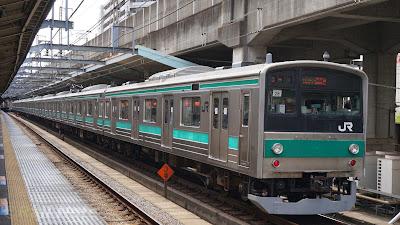 赤羽駅に到着する埼京線205系