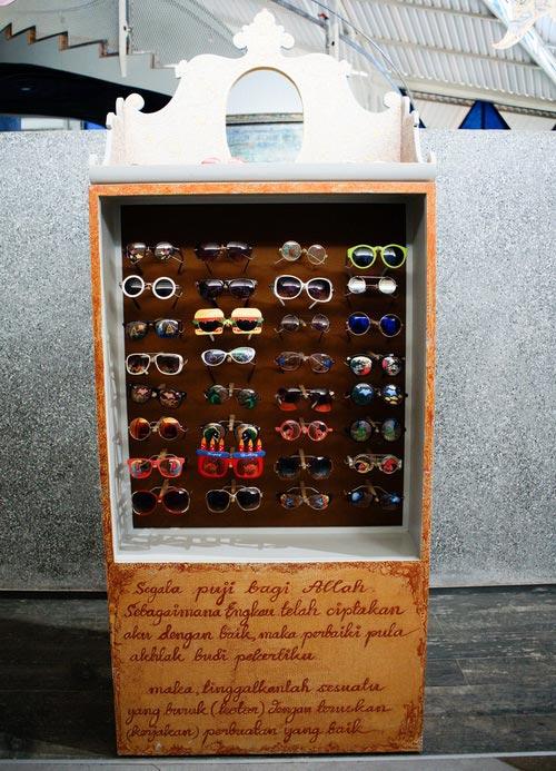 www.Tinuku.com Nasirun presents display box glasses PRADA and Elton John in solo exhibition titled Carangan in NuArt Sculpture Park