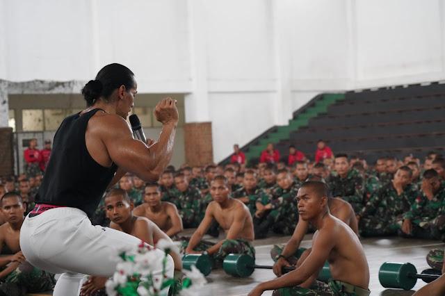 500 Prajurit Kostrad Ikuti Motivasi Kesehatan Bersama Ade Rai