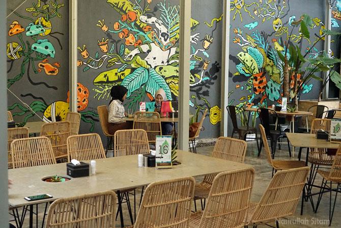 Tatanan ruangan di dalam Mezzanine Coffee and Eatery