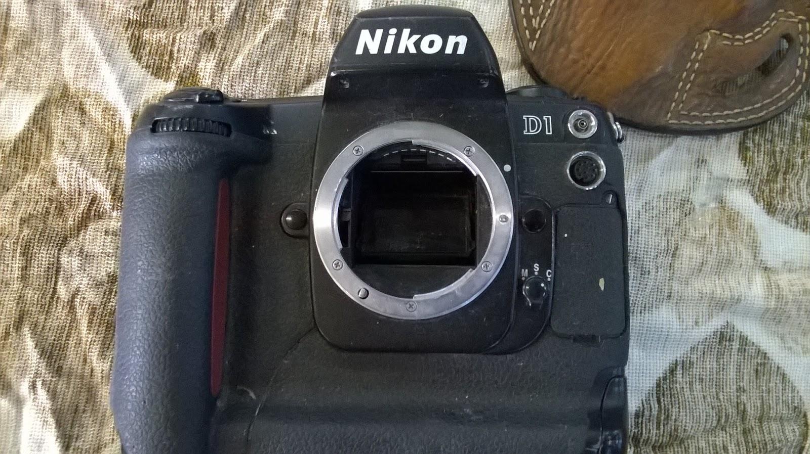 Nikon D1 Fotoğraf Makinesi