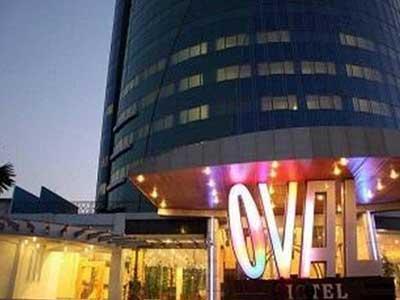 Oval Hotel Termasuk Dalam Mewah Di Surabaya Dan Banyak Dicari Warga Asing Luar Kota Merupakan Salah Satu