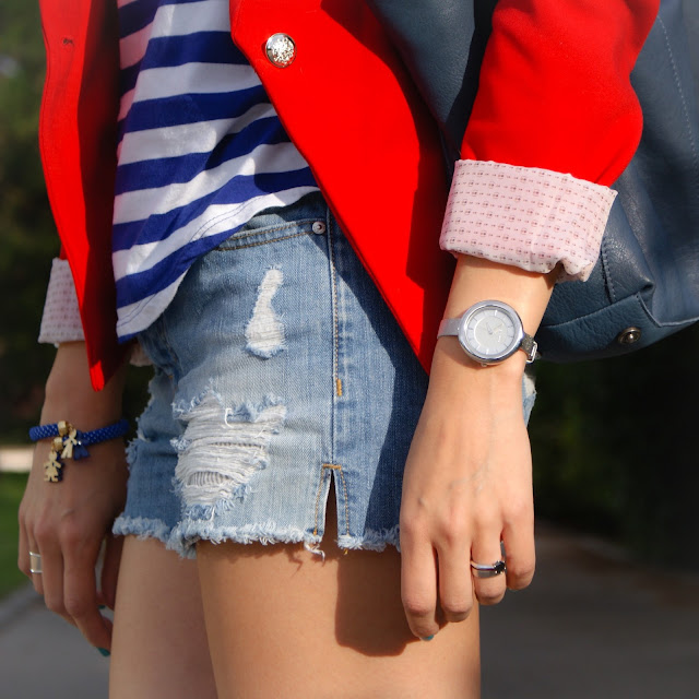 Look: Shorts, Navy & Converse All Star
