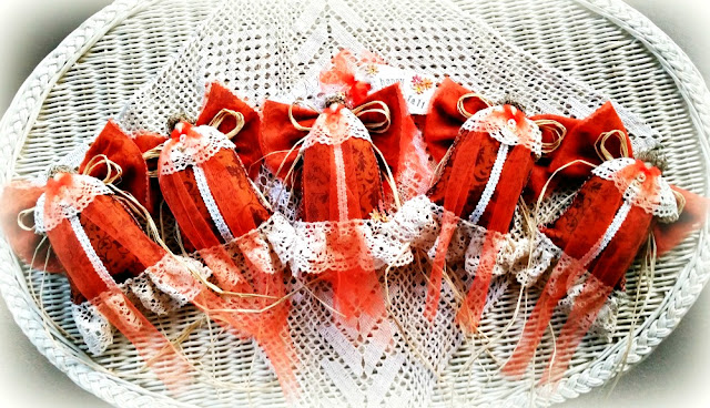 etsy-shop-owner-handmade-gifts-Christmas-decorations-decor-jemma
