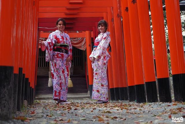 着物を着ているフランス人ブロガー、柳川、福岡