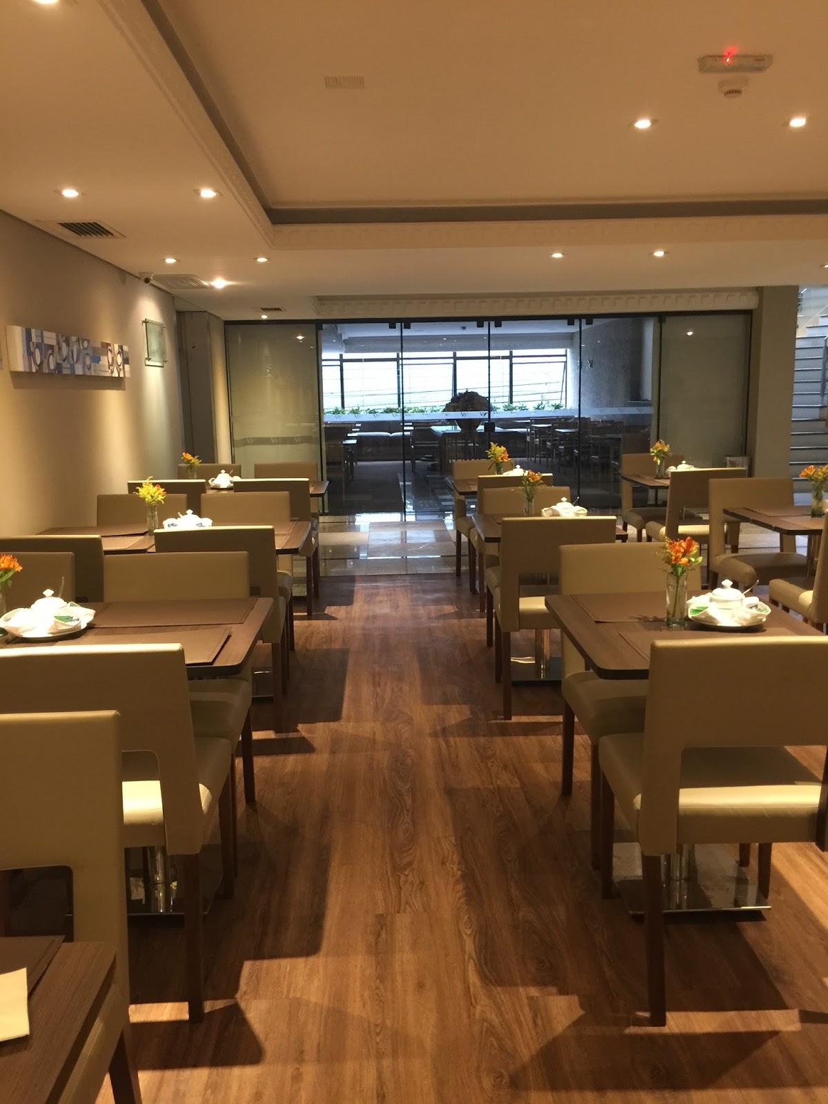 Café da manhã no hotel victoria villa em Curitiba