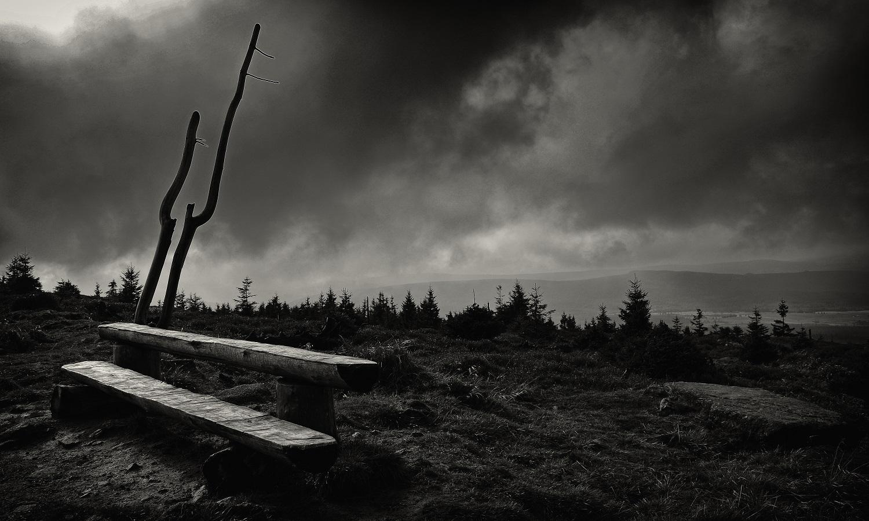 Samotna wędrówka w górach