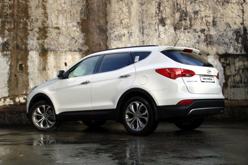 Review 2013 hyundai santa fe 2wd 4wd philippine car news car review 2013 hyundai santa fe 2wd 4wd philippine car news car reviews automotive features and new car prices carguide publicscrutiny Gallery