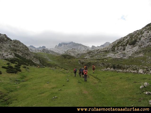 Ruta Pan de Carmen, Torre de Enmedio: Camino al refugio de Vegarredonda