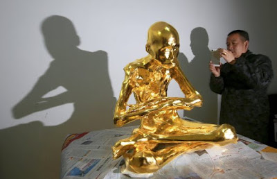 راهب مغطى بالذهب، عجائب وغرائب، أخبار عجيبة وغريبة، عجائب الدنيا