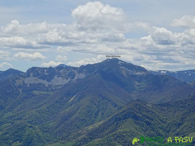 Ruta al Pierzu desde Priesca: Vista del Maciédome