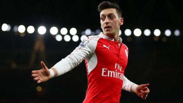 El FC Barcelona vuelve a enfrentarse a Mesut Özil