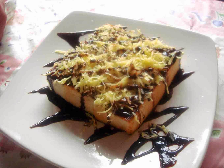 Kopi Hitam Seharusnya Tak Semanis Ini: Roti Bakar Bandung
