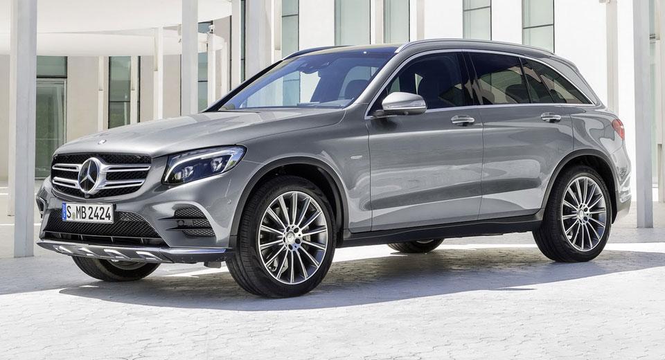 Mercedes set to secure luxury sales crown in u s for Crown mercedes benz