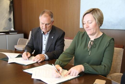 La Generalitat y el Ayuntamiento de Llíria firman el convenio para la regeneración y renovación urbana