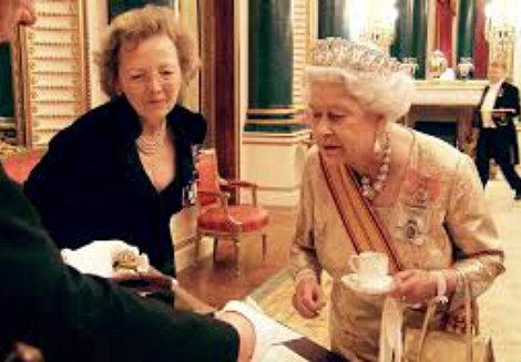 Queen+Elizabeth+II+and+tea+%2311.jpg