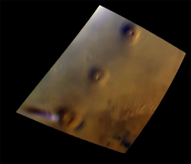 Um segundo instrumento da Mars Express registrou essa imagem da estranha nuvem em 17 de setembro de 2018