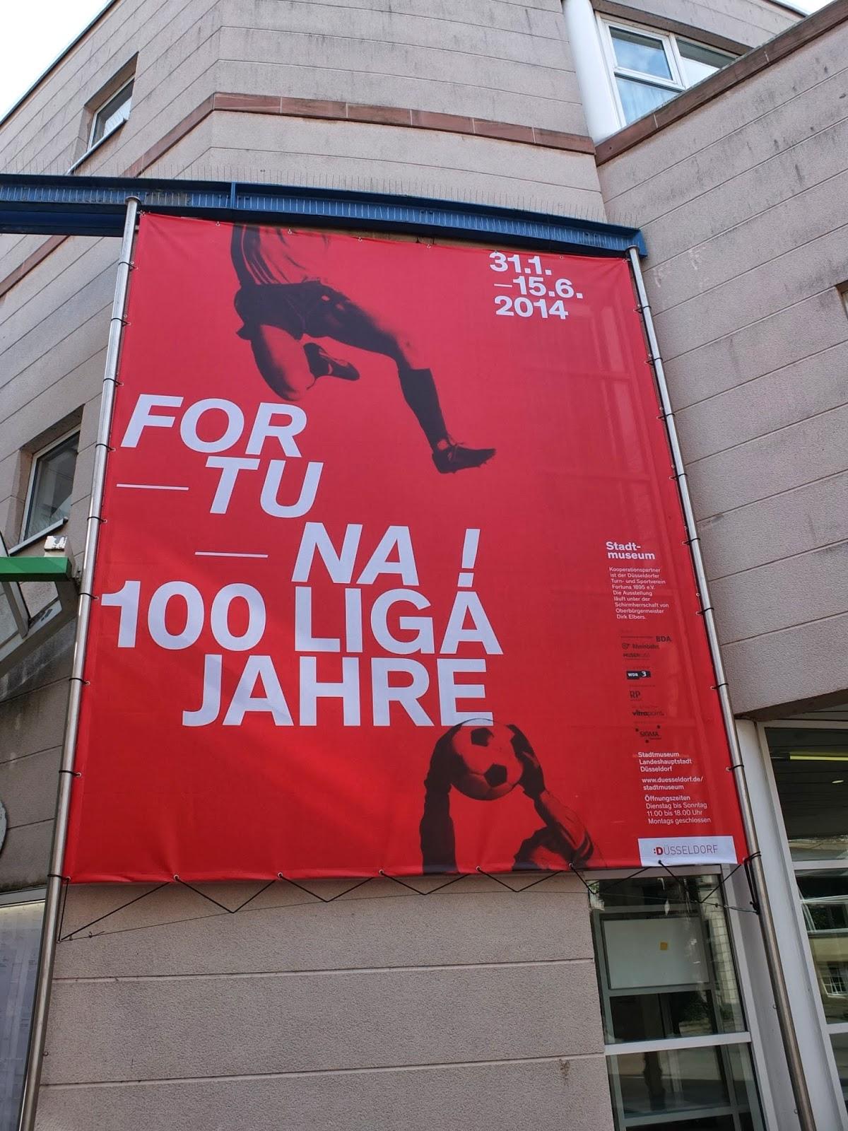 """Werbebanner für die Sonderausstellung """"Fortuna: 100 Ligajahre"""""""