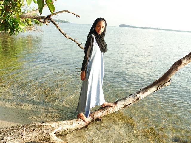 ootd hijab pantai