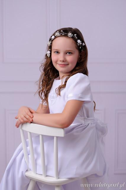 Piękna dziewczynka na fotografii sesji komunijnej