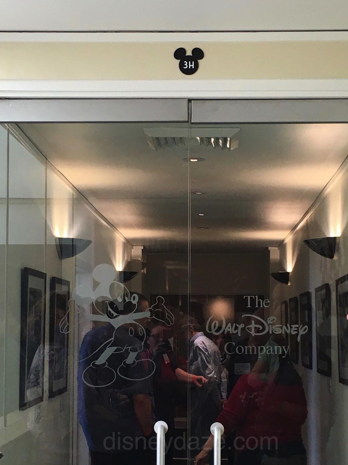 Disney avenue take a tour of walt 39 s office - Walt disney office locations ...