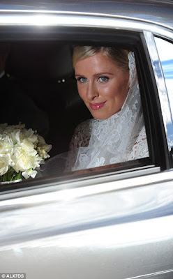 Nicky Hilton wore a flawless makeup look with pink lips