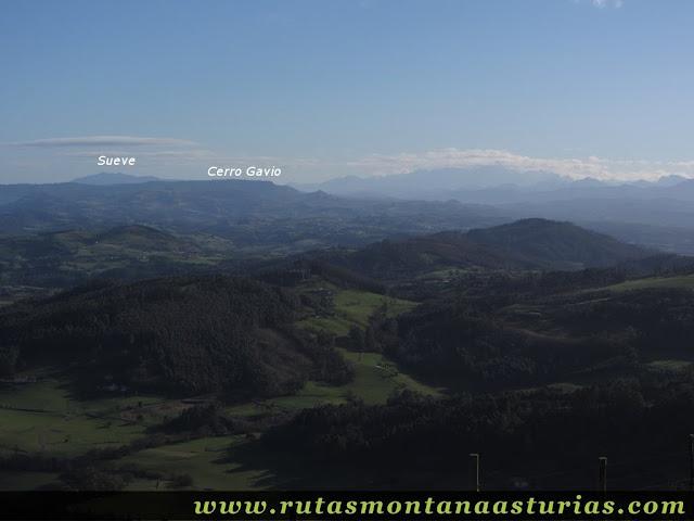 Vista de Sueve y Cerro Gavio desde el Gorfolí