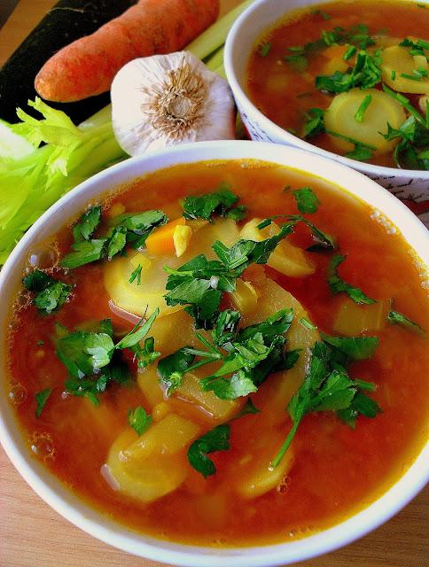 Pikantna zupa z pietruszki