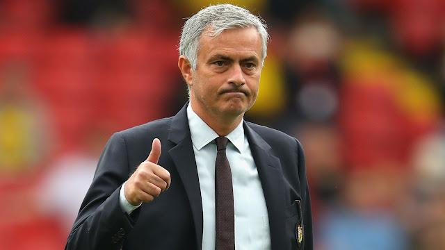 Jose Mourinho memperpanjang kontrak dengan Manchester United sampai 2020