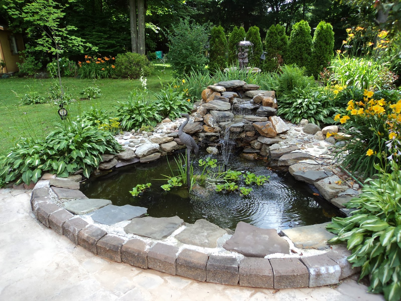 Backyard and pond project redo it yourself inspirations for Small garden with pond design