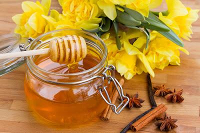 Công dụng của mật ong trong làm đẹp và làm trắng da mặt