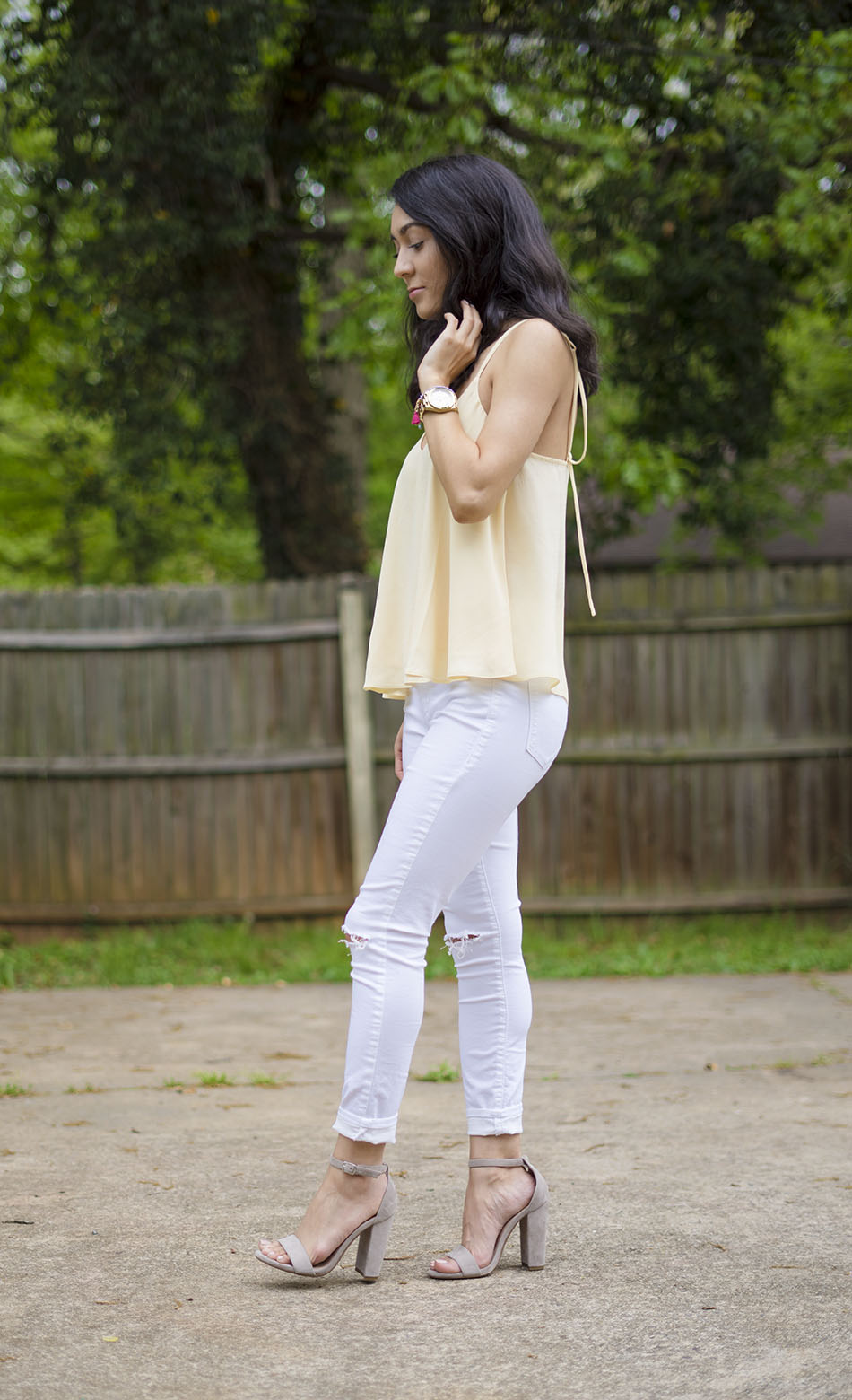 how to style light white jeans, light yellow topshop swing top, steve madden carrson heels