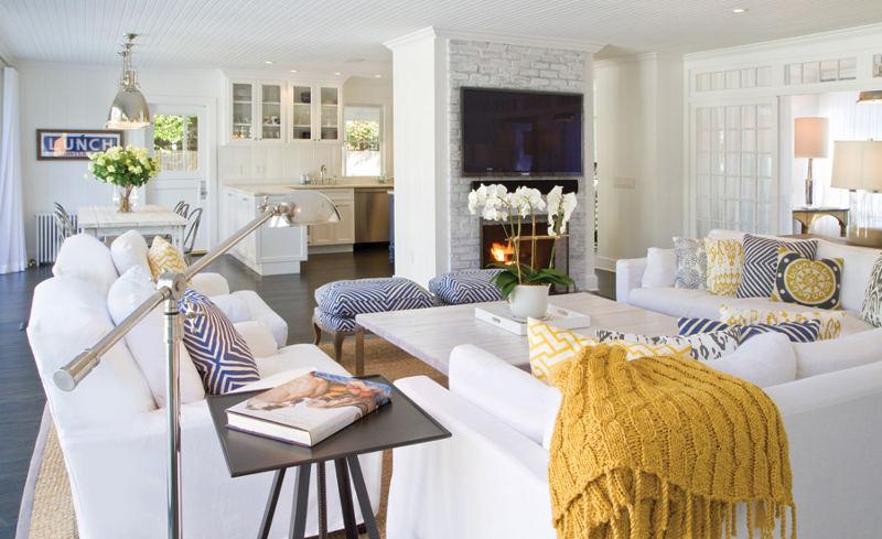 Coastal style east hampton showcase for Beach cottage living room ideas pinterest
