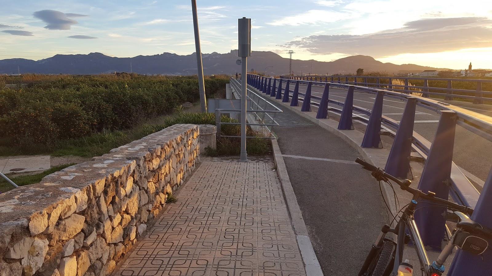 Steps down to la mota from iron bridge at Riola