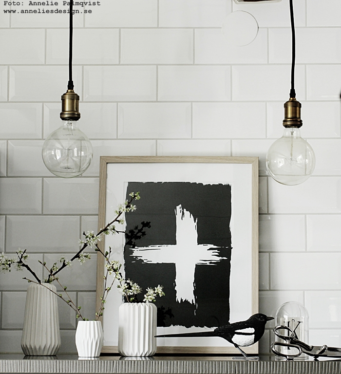 lampa, lampor, tygsladd, svart, svarta, lamphållare, hängande lampor, kök, köket, kökslampa, kökslampor, poster, posters, print, prints, konsttryck, kors, annelies design, webbutik, webbutiker, webshop, inredning, stenskiva, skata, skator,