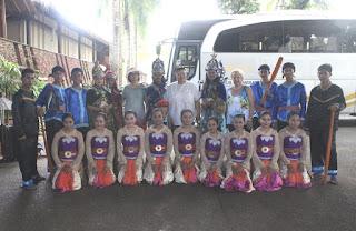 Photo bersama tamu Tanjung Lesung Beach Hotel