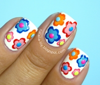 http://natalia-lily.blogspot.com/2014/10/flower-nails-on-white-base-kolorowe.html