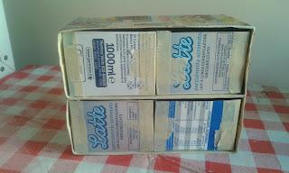 Piccola cassettiera con i cartoni del latte centomilaidee for Regalo cassettiera