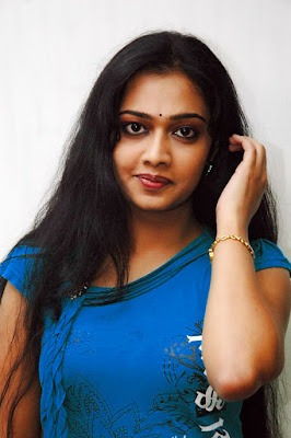 Malayalam actress  Divya Viswanath in T shirt pics
