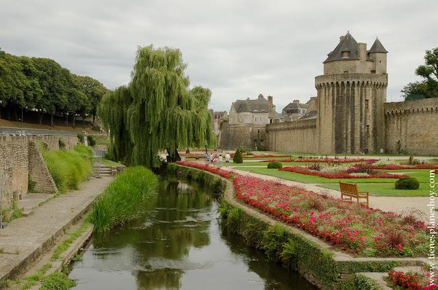 Vannes murallas turismo Bretaña Francia viaje
