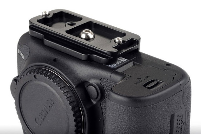 Sunwayfoto PC-7DIIR attached on Canon EOS 7D Mk II bottom view