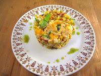 Ensalada de arroz, verduras y pollo estilo Thai