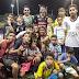Crianças participam de partida de futebol com Ronaldo Angelim e Jonas Damasceno em Juazeiro do Norte