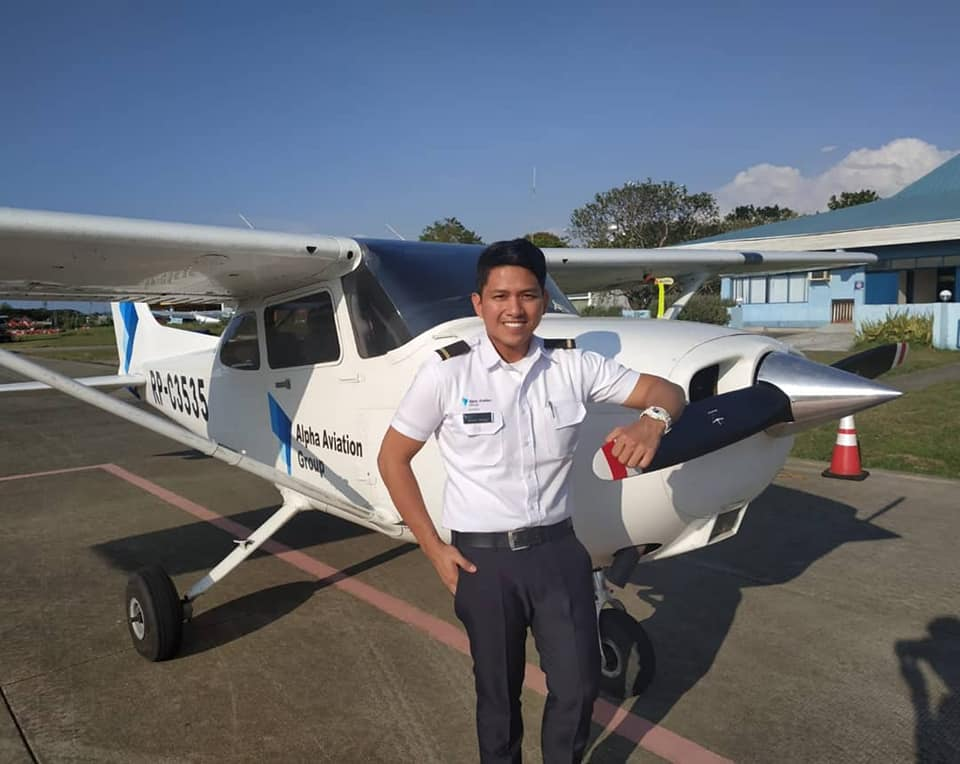 Former GMA reporter Steve Dailisan pursues love of flying, now a pilot