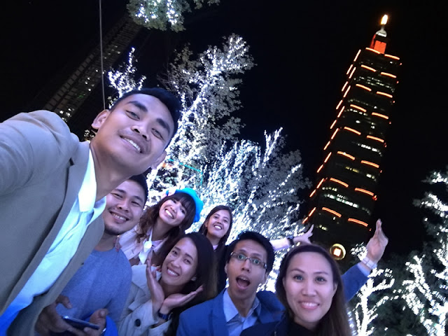 A groufie with the team at the amazing Taipei 101!