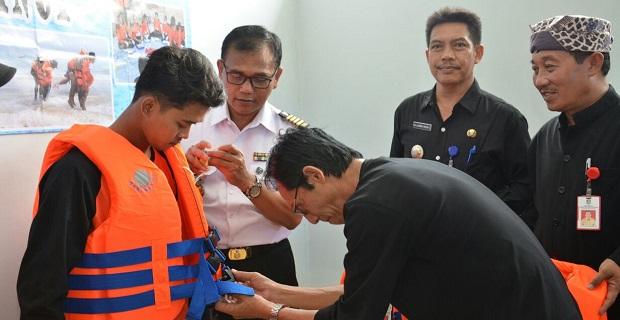 Bakamla RI Latih Nelayan Banyuwangi Penyelamatan di Laut