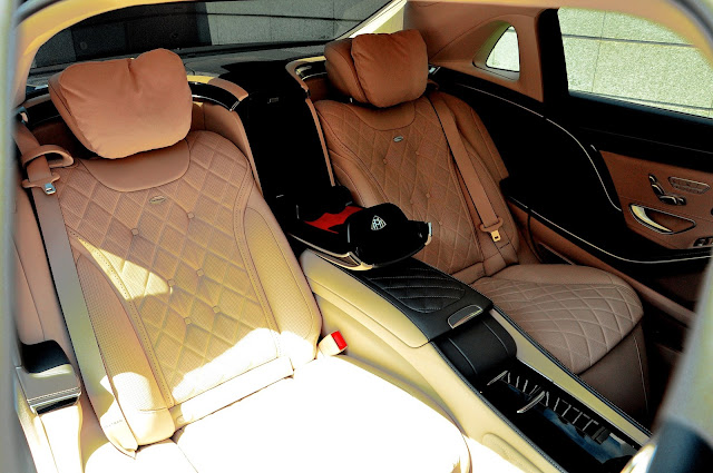Mercedes Maybach S500 sử dụng hai ghế VIP phía sau, giúp ngồi sau luôn thoải mái