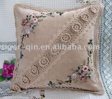 Decoração com almofadas bordada e crochê