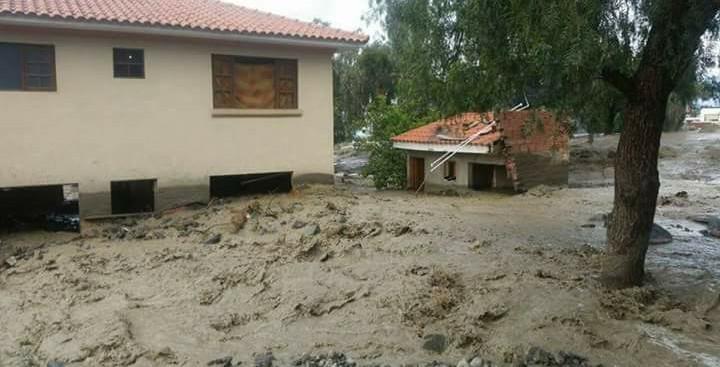 La mazamorra del río Taquiña entró a una veintena de casas en Tiquipaya / FACEBOOK