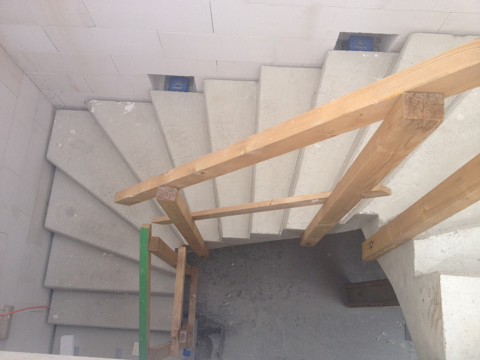 Treppe 3 Stufen Holz Freitragende Treppen Mit Holz Treppenbau